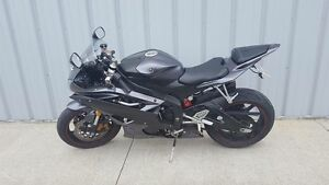 Get it in time for summer ! Yamaha yzf r6. 2007