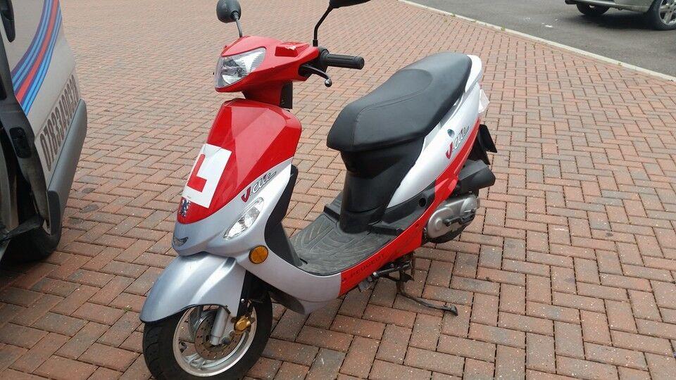 peugeot v clic 50cc scooter moped 2013 in retford. Black Bedroom Furniture Sets. Home Design Ideas