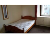 Central location, Spacious double bedroom for rent during festival period, All bills inclusive