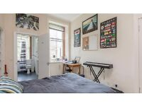 Spacious Double Bedroom with en suit wet-room for Festival in Marchmont