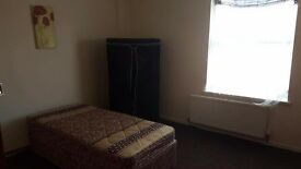 Room for rent 70 for week no deposit.