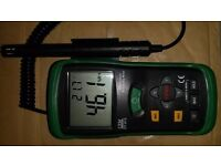 CEM DT-615 Thermometer And Humidity Tester..