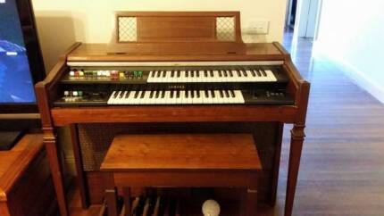 YAMAHA ELECTRIC ORGAN AND STOOL EXCELLENT CONDITION Wilberforce Hawkesbury Area Preview