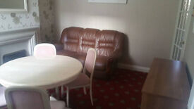 EXCELLENT HOUSE SHARE - NO DEPOSIT
