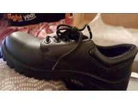 LIGHT YEAR MENS WORK SHOES. REAL LEATHER. SIZE 8