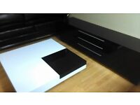 WHITE GLOSS SQUARE COFFEE TABLE WITH BLACK STORAGE INSERT (ex display)