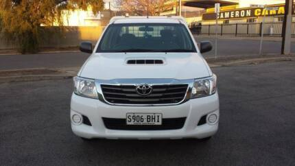 2011 Toyota Hilux Ute 4 door 5 seater tray top manual Edwardstown Marion Area Preview