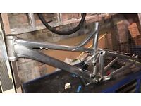 """medium frame and shock for a 26"""" wheel (giant trance 2007)"""