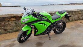 Kawasaki Ninja 300, 1000 miles. Immaculate condition. Kawasaki green