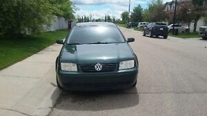 2002 volkswagen jetta 4 door 2.0 auto gas MOVING MUST SELL