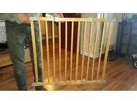 Baby Dan FlexiFit Wooden stair gate