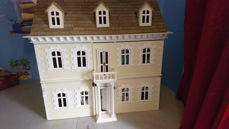 Antique Collectable Georgian Style 1/12th Scale Dolls House + Some Furniture  And Figures.
