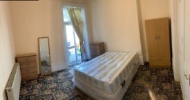 SPACIOUS DOUBLE ROOM WITH SEPARATE ENTRANCE. E7 9AD
