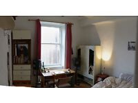 Sunny double room available in friendly Garnethill flatshare, 300pcm plus bills