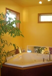 Bright clean self contained Suite available Short Term Rental
