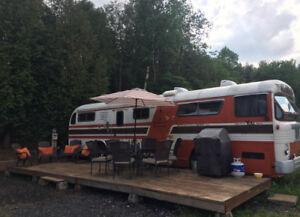 Retro/Vintage 1956 Bus conversion into trailer/tiny home