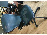 herman miller aeron chair, size B
