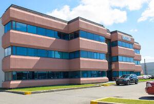 Espace de bureaux à aire ouverte à louer de 874 pi2 à Laval