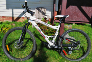 "XMAS GIFT..24 Speed 26"" CCM Apex Unisex Mountain Bike. LIKE NEW!"
