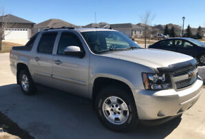 2009 Chevrolet Avalanche - excellent condition, low kms