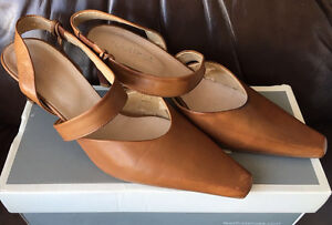 FS: Lightly Used Feet First Ladies shoes