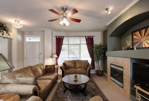 3 bed 2.5 bath spacious upper level home for rent