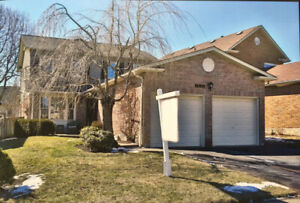 Luxury 4BR & 3Bathroom House with nice pool in Pickering