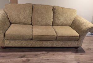 GUC Comfy couch