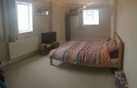 **Large Double Room Available Now** £375pcm PL4