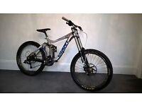 2010 Giant Glory - Fox 40 - Shimano Saint - Sram - Downhill bike