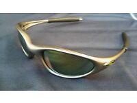 Oakley Minute 1.0 retro, vintage sunglasses, grey frame, green lens.