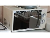 Russel Hobbs Microwave 700W - Cream - Full working order and mint condition
