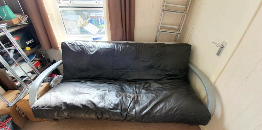 Canapé-lit futon en cuir noir doue 2 place