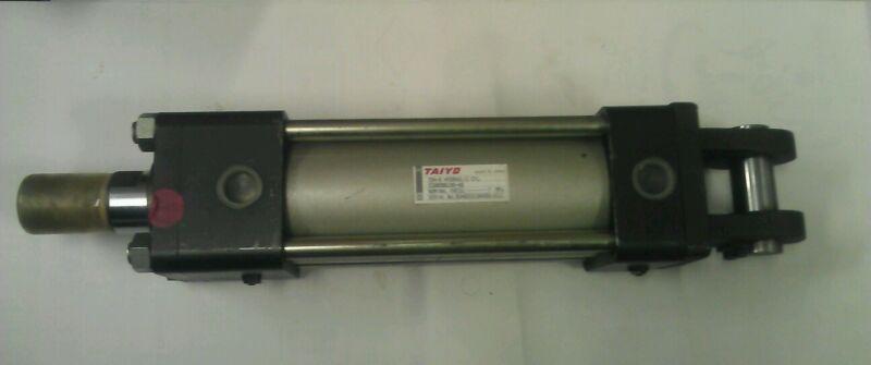 """TAIYO  HYDRAULIC CYLINDER 70H-8 2CB80BB165-AB  45MM ROD DIA  22-1/4"""" OAL+STROKE"""