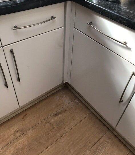 6 floor modern kitchen units : white gloss ; excellent condition ...