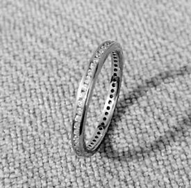 XMAS GIFT IDEA: 18ct White Gold Diamond Eternity Wedding Band/Ring - Excellent Condition - £325 ovno