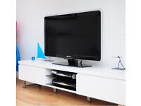 "Philips TV model nbr 37PFL7603D/10 37"" Full HD 1080p LCD screen."