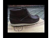 Nicholas Deakins size9 Overland boots