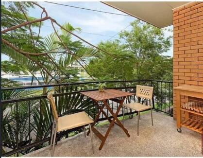 2 Bed Rental In Greenslopes, Great Introductory Price!!!