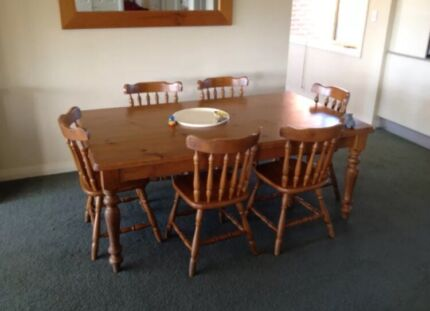 Classic table and chairs  Fairfield Fairfield Area Preview