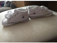 Infant size 3 converse soft bottoms