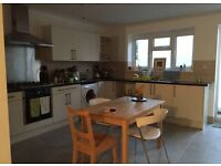 TWIN ROOM IDEAL FOR SHARERS OR COUPLE EDGWARE