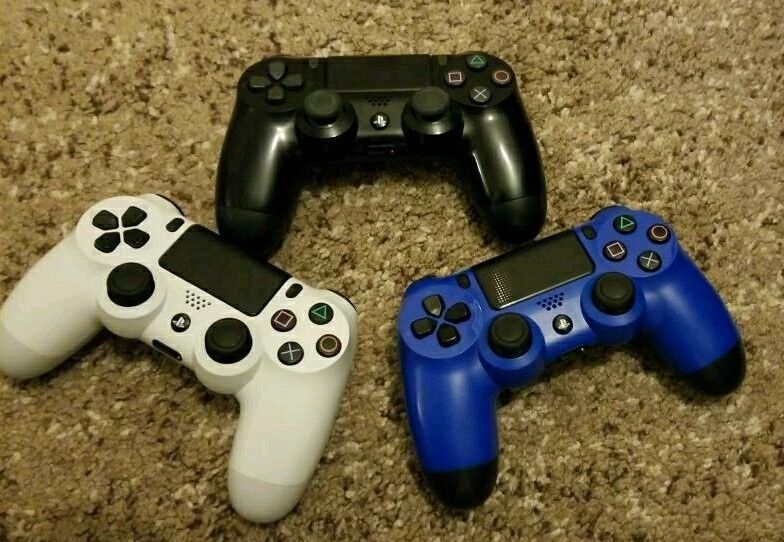 Ps4 (PlayStation 4) controllers - black,blue,white - £30 each