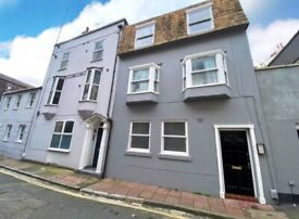 WIFI INCLUDED - AVAILABLE NOW - Spacious Furnished Studio Flat, Opposite the Pier
