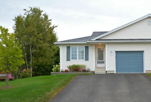 Lovely End-Unit Bungalow Style Condo in Dieppe