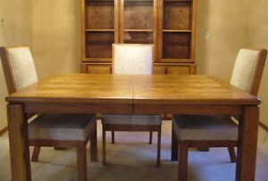 SOLID OAK DINING ROOM TABLE, 6 CHAIRS and CHINA CABINET