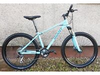 "BRAND NEW GIANT TALON - MOUNTAIN BIKE - 26"" WHEELS - DISC BRAKES - 24 GEARS - POSSIBLE DELIVERY"