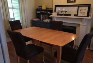 Kitchen table + 6 chairs