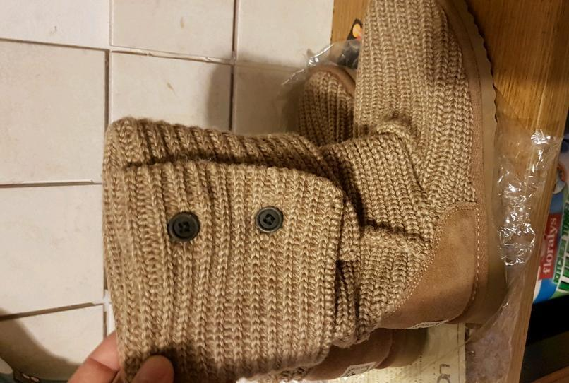 Knitted UGG boots brand new in box size 5