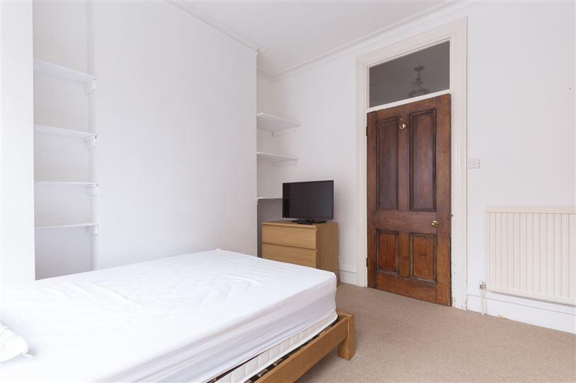Gorgeous Zone 2 Bedroom - East Putney